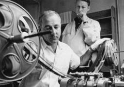 早期的电影剪辑是如何进行的?